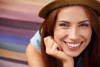 a woman smiles | chattanooga cosmetic dentistry